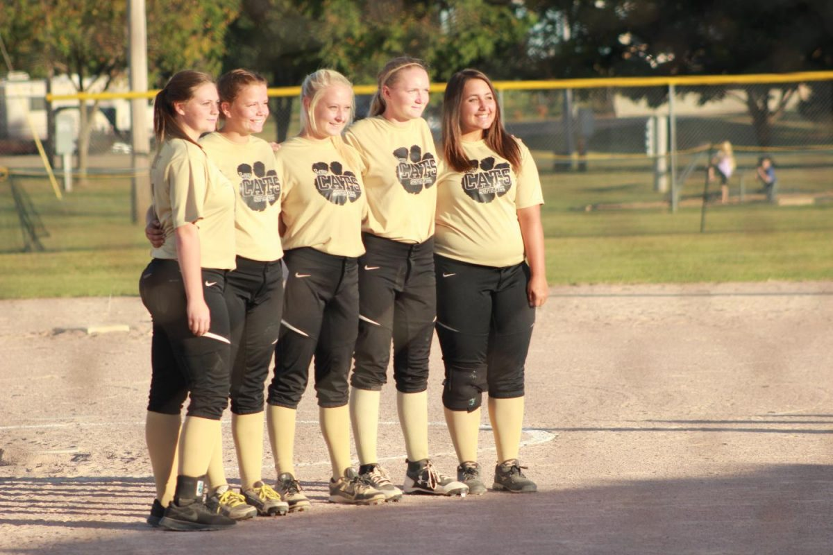 Senior Softball girls