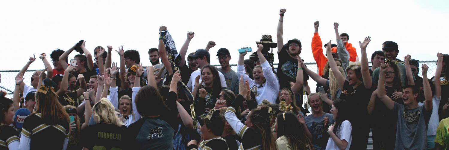 The senior class celebrates their victory in the spirit competition.