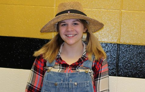 Anne White rockin' a stylish hat for Hat Day.