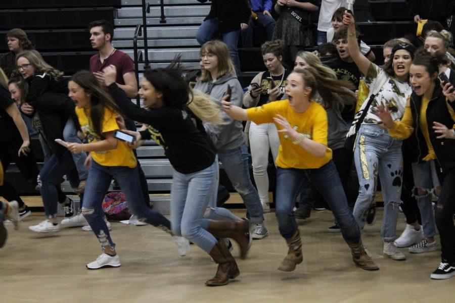 Seniors sprinting to grab the spirit stick.