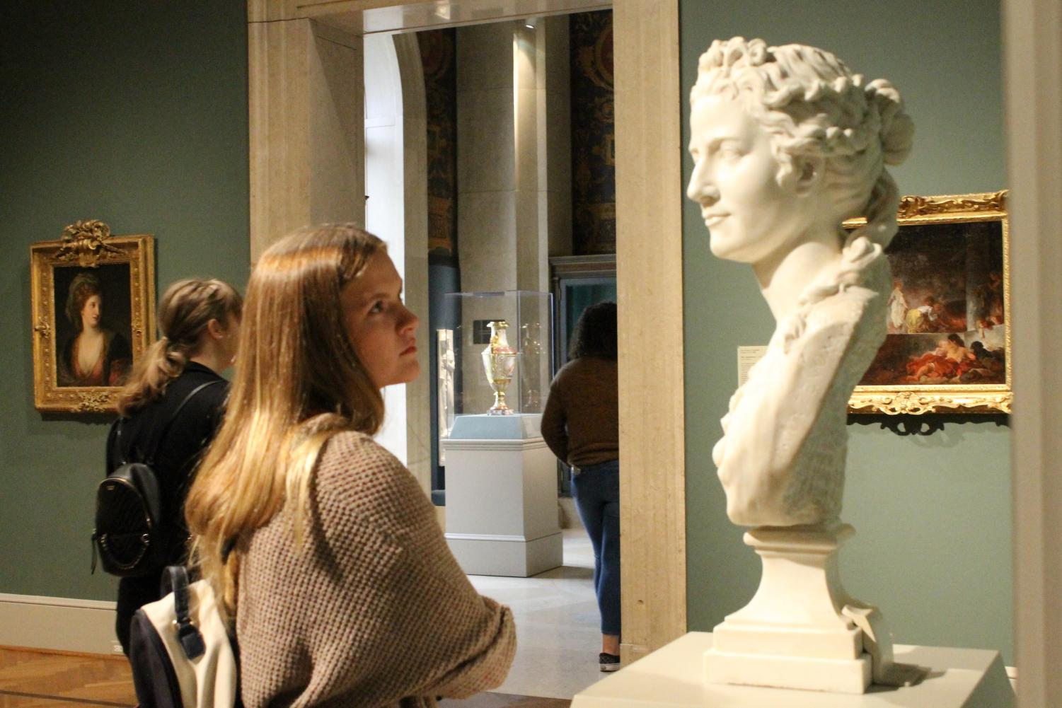 Spanish III student Millie McDowell views a bust in the STL Art Museum