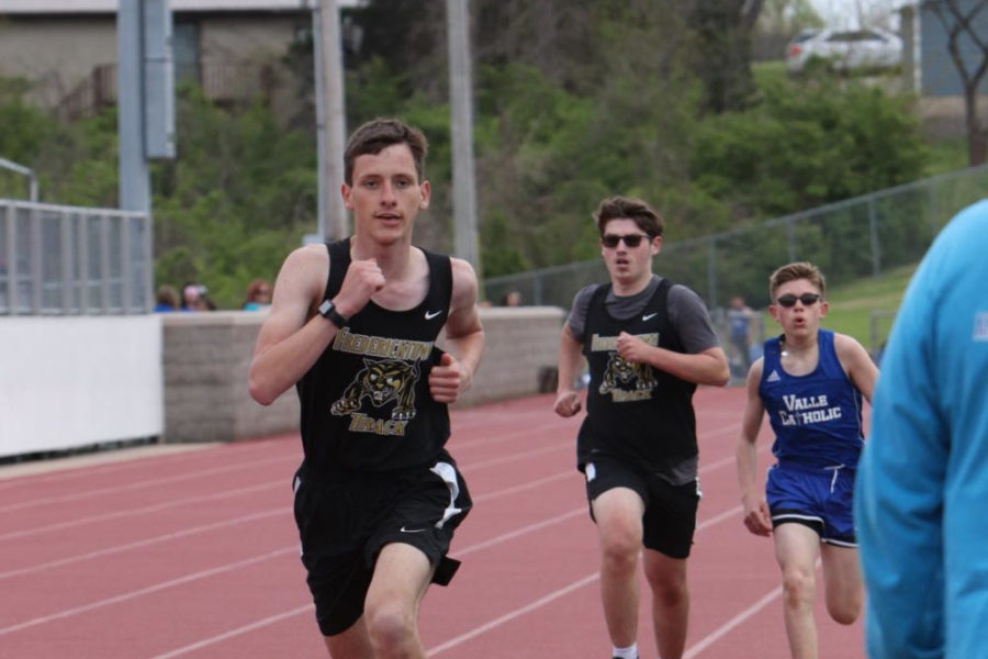 Braden Boswell (10) and Max Kopetsky (11) running the last leg of the 400m against Valle Catholic